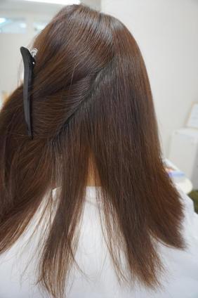 暑さや長雨、汗で髪がうねる――縮毛矯正で解決 6