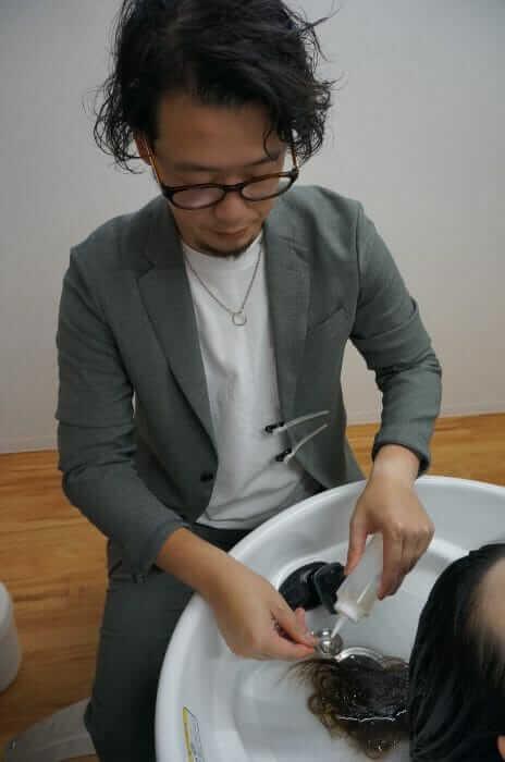 天然の成分を使って、普段、落とせない髪の汚れをおとす